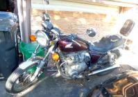 P宅隣のバイクCB650