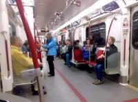 地下鉄内部