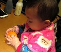 JJ13年12月13日ミカン食べ1