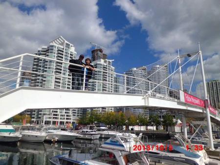 オンタリオ湖 港の渡り橋にて
