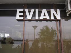 Evianサイン