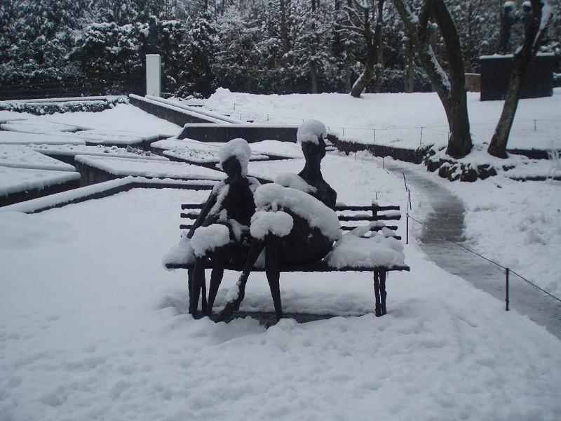 凍えるベンチ