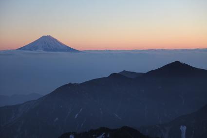 甲武信岳より夕景の富士