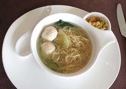 20110606 シェラトン 魚団子麺DSC09849