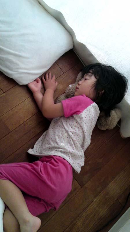 床に寝るう~さん