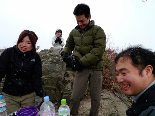 山頂で雪02