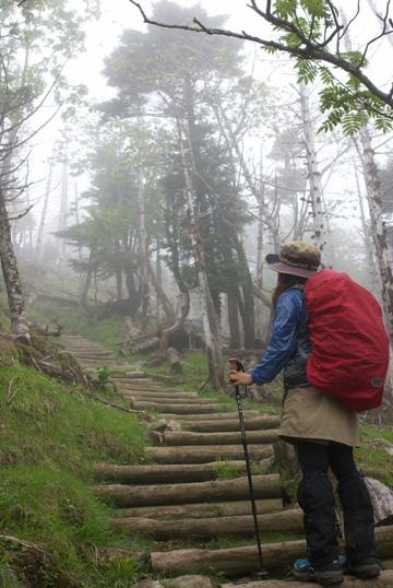 9-2山頂目前の階段