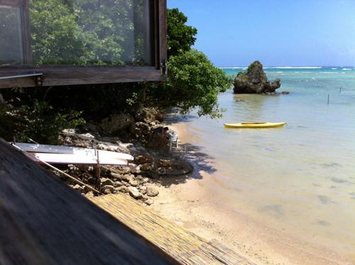 99海辺の茶屋の風景
