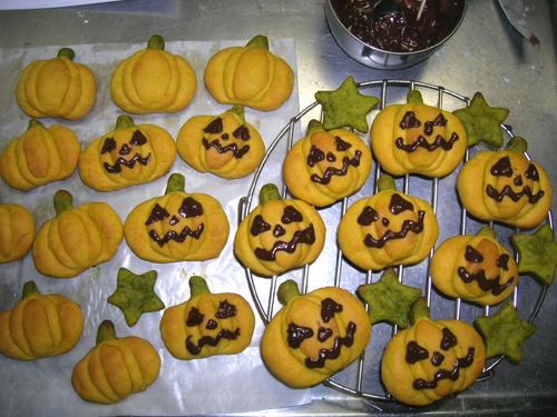 かぼちゃクッキー顔描いた