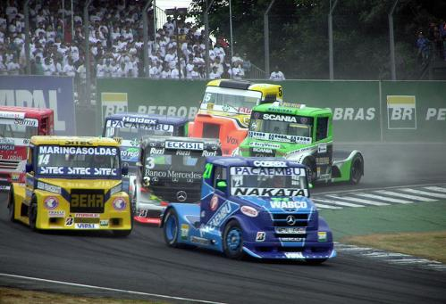 800px-Formula_Truck_2006_Interlagos_first_lap.jpg