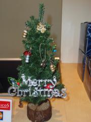 トイズレジ上にちっちゃなクリスマスツリー