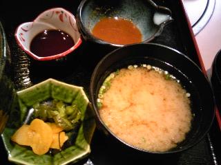 「海鮮丼 お味噌汁 お漬物」兼平鮮魚店(福岡市)
