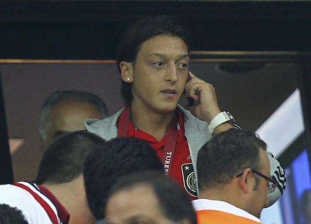 電話中。どこに?