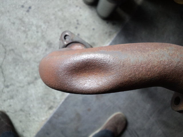 エキパイの凹み
