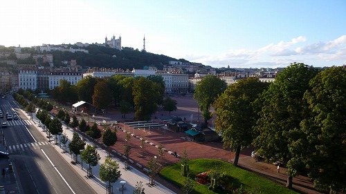 s-Lyon_Place_Bellecour.jpg