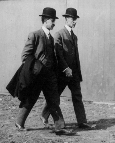 s-Wright_Brothers_in_1910.jpg