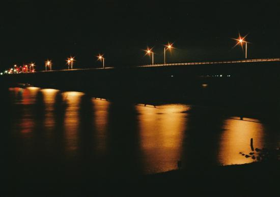 夜の橋(三脚使用、5秒ぐらい露光)