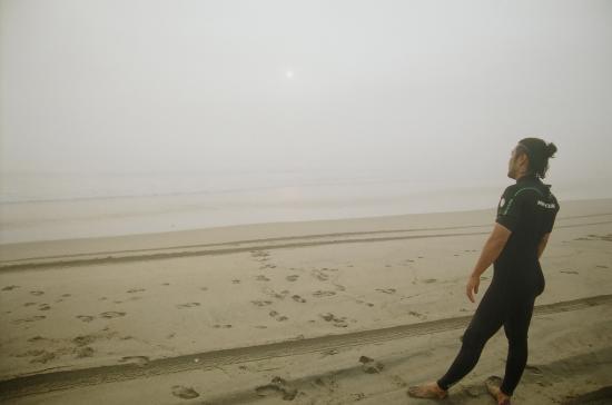 濃霧のため、奥にあるパーフェクトウェイブは見えない…