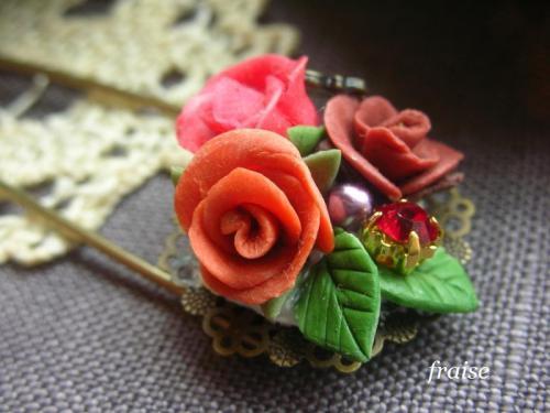 バラのブーケのカブトピン2