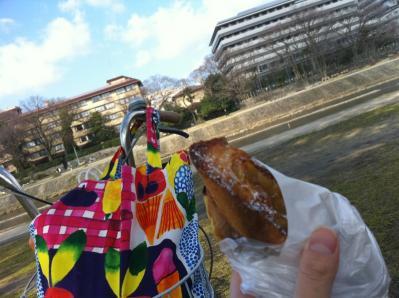 3月8日 川沿いでパン