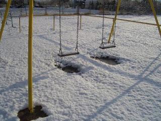 雪のブランコ9458