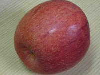 食材 リンゴ(ふじ) 今年の一個目 091206_cIMG_6414
