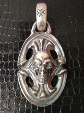 Skull_on_sculpted_oval_p-01.jpg