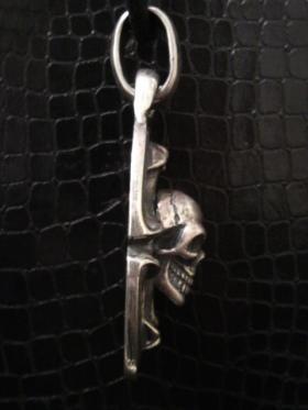Skull_on_sculpted_oval_p-05.jpg