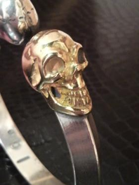 Skull_triangle_bangle_1side_gold-05.jpg