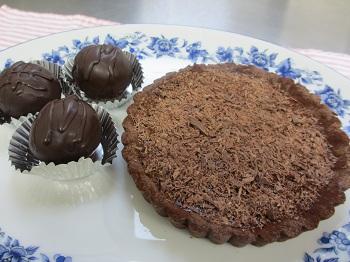 チョコレートタルトとラムボール