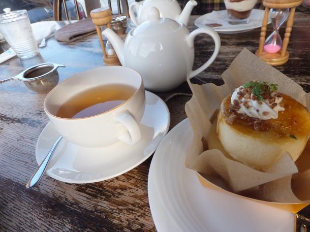 りんごのシブーストと紅茶