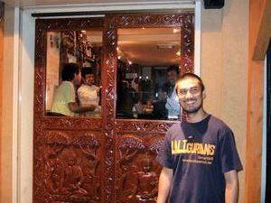 GORKHA BAZAR のドア