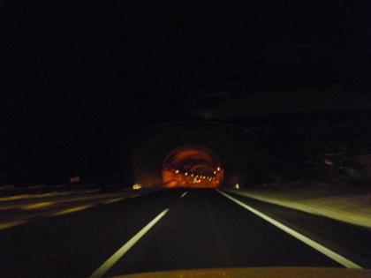 関越トンネル入り口