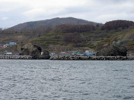 高島漁港の大岩