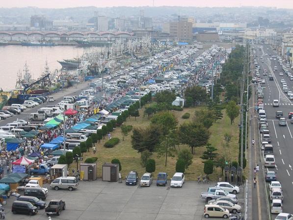 八戸朝市の全景