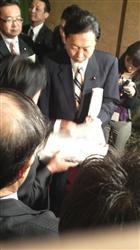 伊波洋一・宜野湾市長から陳情を受ける鳩山由紀夫・首相
