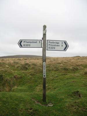 Road+sign+in+Dartmoor_convert_20091213073559.jpg