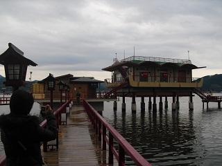 2009湖上温泉1