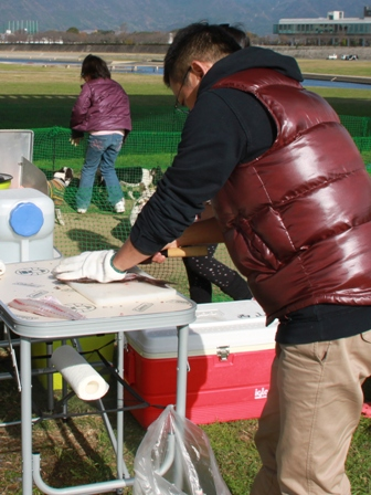 デイキャンプ 魚をさばく師匠