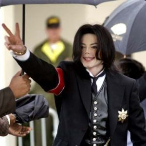 Michael+Jackson+20090806102021_11131_medium_mi.jpg
