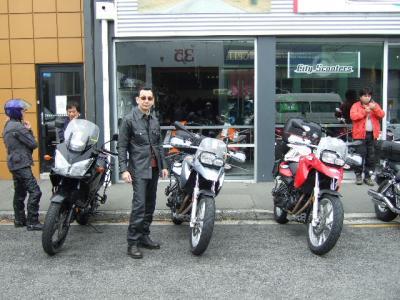 レンタルバイク屋の前でパチリ