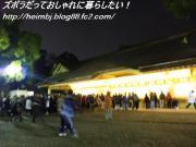 熱田神宮お札を買い求める列