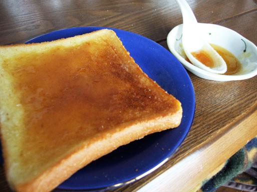 トーストにハチミツ