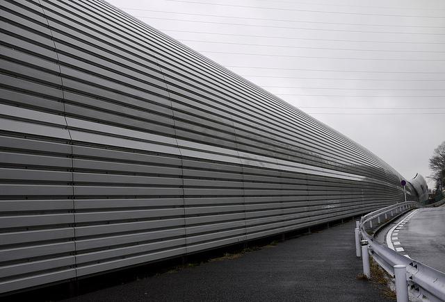 #12886;201003東名防音壁藤が丘