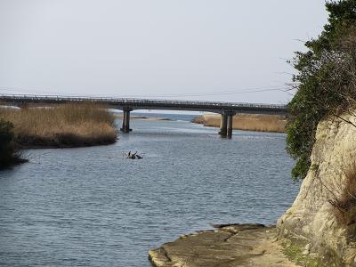 橋の向こうは海だよー