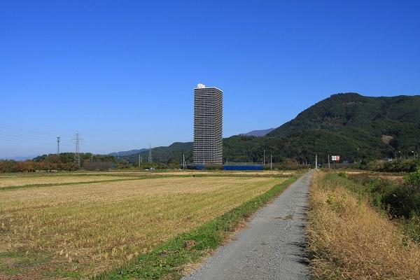田舎のど真ん中にマンション建築