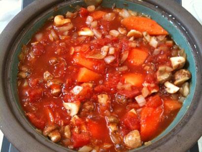 トマト缶を加えて