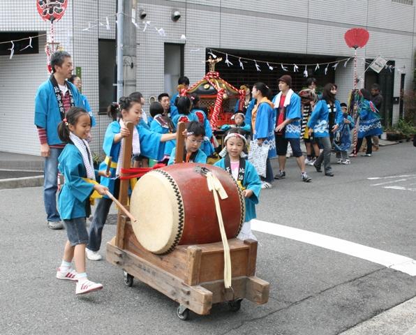 101023-32 比治山神社祭礼 子供みこし W