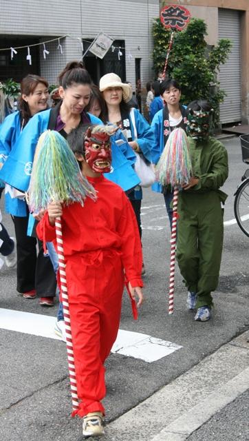 101023-33 比治山神社祭礼 鬼です W