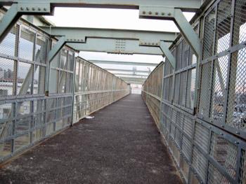 誰もいなくなった跨線橋